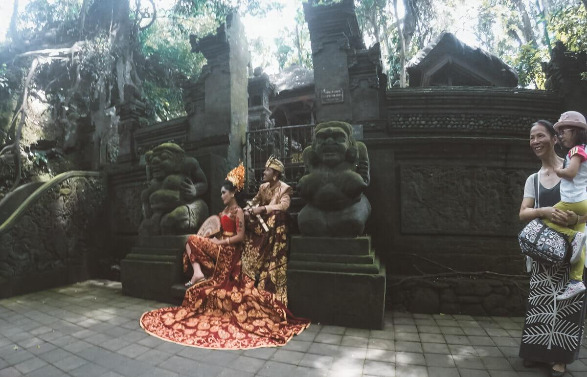 ubud bali monkey forest ceremonie