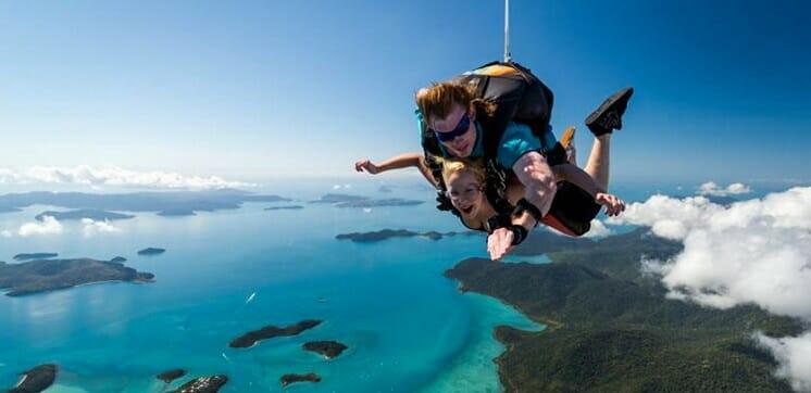 saut parachute whitsundays airlie beach